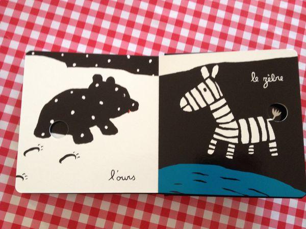 Un livre tout en contrastes : Mes animaux de Xavier Deneux (ed. Tourbillon)