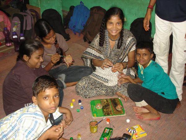 Décoration des diyas pour la Diwali.