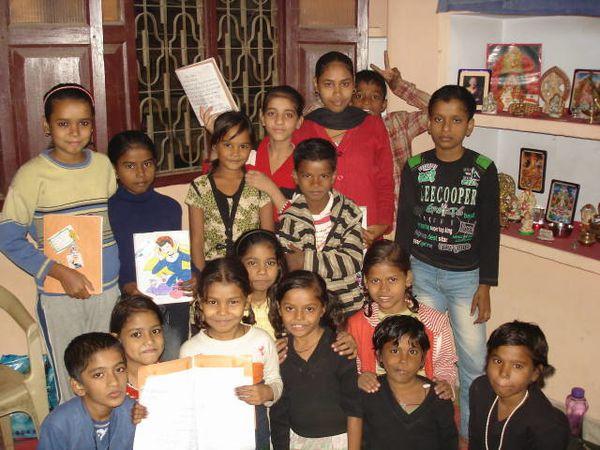 Photos 1. Les plus petits de la fin d'aprèm – Photo 2. Sonam, Kajal et Riya – Photo 3. Anush, Rohit, Mohit et Jisant.
