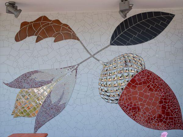 Exposition d'art. En mosaïque, le blason de Lichtenwald
