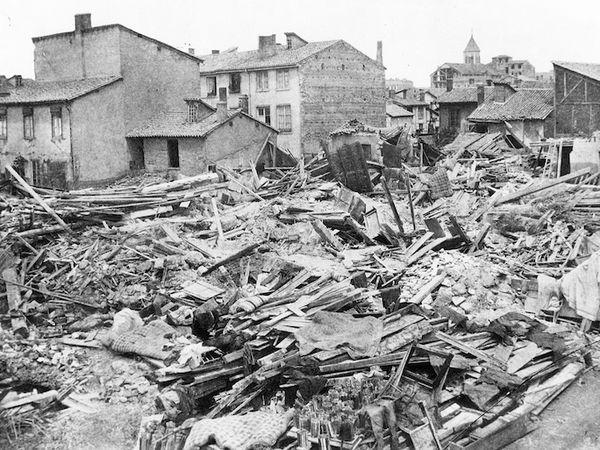 Antoine Chevrier connait la situation des gens du quartier : écrasés par des conditions de travail qui procurent à peine de quoi survivre