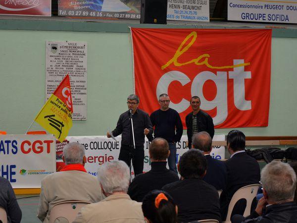 Hervé Terrier, secrétaire général du syndicat CGT des Verriers d'AGC et secrétaire adjoint de l'Union des syndicats CGT des Verriers d'Aniche, prononçant un discours lors du meeting à Emerchicourt le 30 septembre 2016.