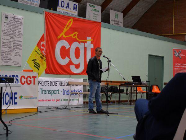 Jean-Louis Sabos, sécretaire général de l'Union des Syndicats CGT des Verriers d'Aniche et secrétaire géréral adjoint du syndicat CGT à la verrerie Saint-Gobain Sekurit à Aniche prononçant un discours lors du meeting à Emerchicourt le 30 septembre 2016.