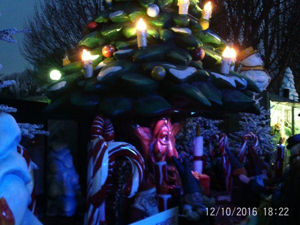Un arbre magique qui raconte de jolies histoires aux enfants
