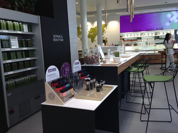 Visite guidée Yves Rocher (1/2) : un nouveau concept store très ... végétal Boulevard Haussmann