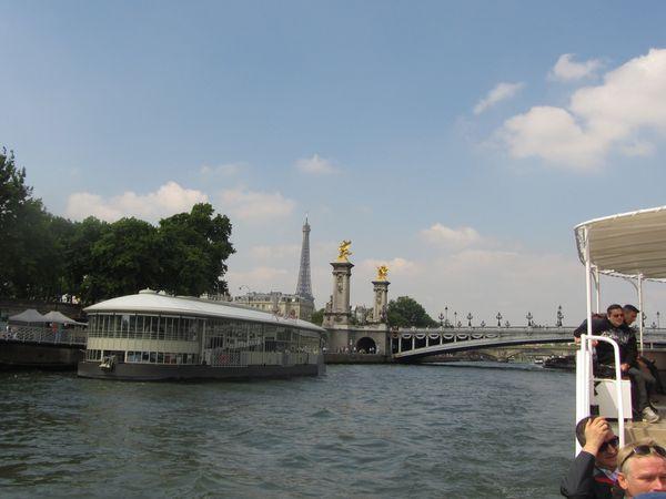 Voyage au fil de l'eau...... Découvrir Paris en bateau-mouche.