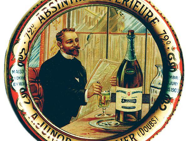 Soucoupes pour l'absinthe Junod. Collection Delahaye. La première image montre le verre posé sur la soucoupe.