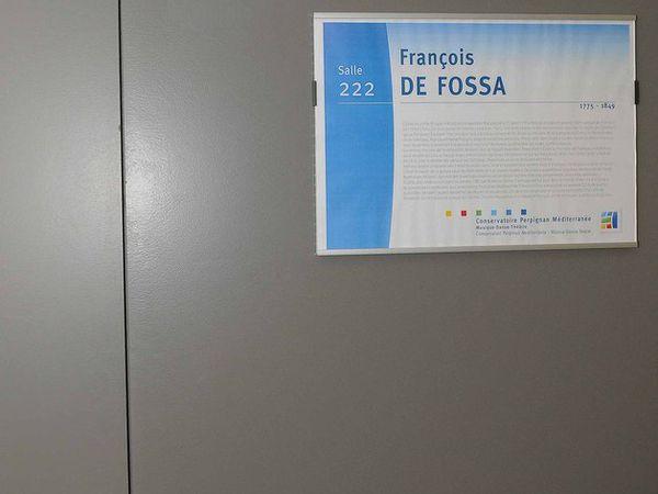 La fameuse salle De Fossa.  Un couple heureux : Nicolle et Michel Peus qui ont largement contribué à ce geste/hommage au guitariste perpignanais que les AIAM souhaitaient et sollicitaient, et Daniel Tosi directeur du conservatoire qui  a donné le feu vert, et tout mis en oeuvre pour que cet événement voit le jour.