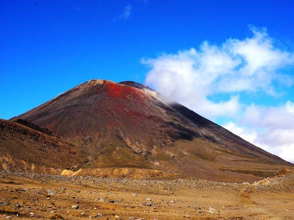 La première partie de la rando avec la vue sur les volcans Tongariro et Ngauruhoe