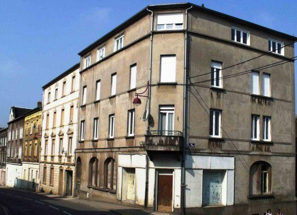 N° 65 rue Clemenceau à Algrange - Café - Coiffure - Epicerie - Vente de motos - Epicerie
