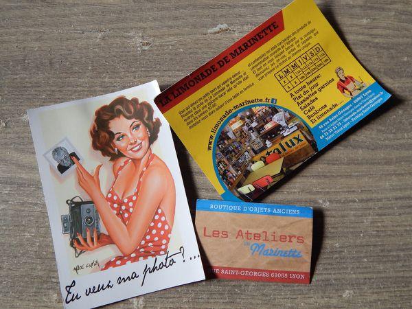 1) Ch'tites Trousses cousues pour l'occasion. 2) Sac Coccinelle Boutique et carte postale souvenir de la part de Lara et Fab. 3 et 4) Cartes et devanture du bistrot La Limonade de Marinette 5) Un petit bout de traboule