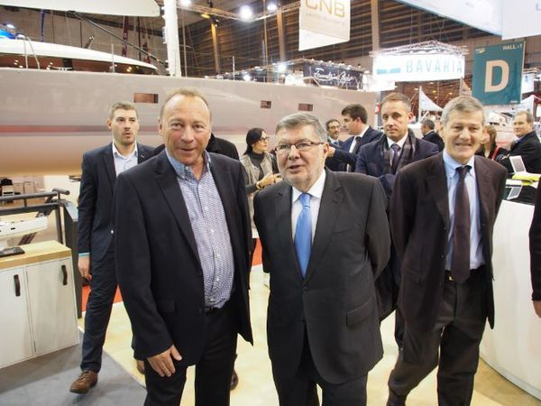 Alain Vidalies, en visite sur les stands du chantier Jeanneau et de la FFPP