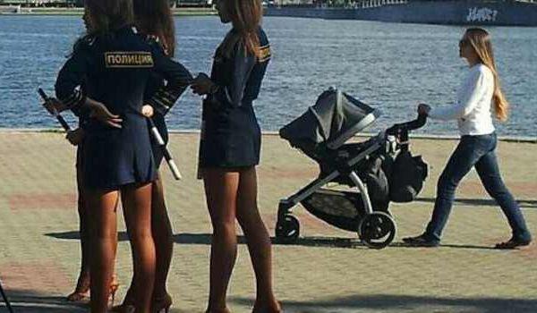 Russie: Les policières sanctionnées pour leurs uniformes jugés trop courts