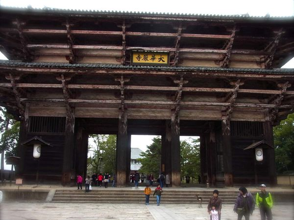Préf. de Nara : Nara : Le temple Tôdai-ji 東大寺 et son grand Bouddha de bronze UNESCO