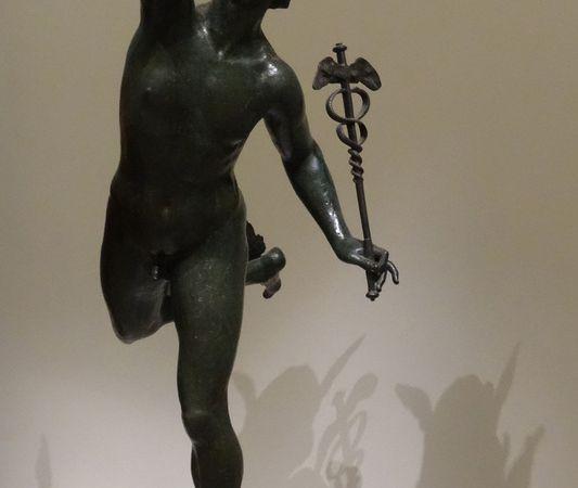 Jean de Bologne dit Giambologna - Mercure volant - Bronze 1574. Défi lancé à l'équilibre en sculpture. Mercure repose sur la tête du dieu des vents Eole.