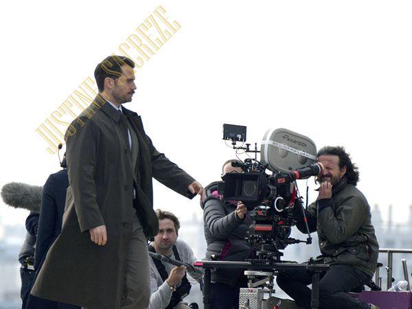 Henry Cavill devant la caméra !