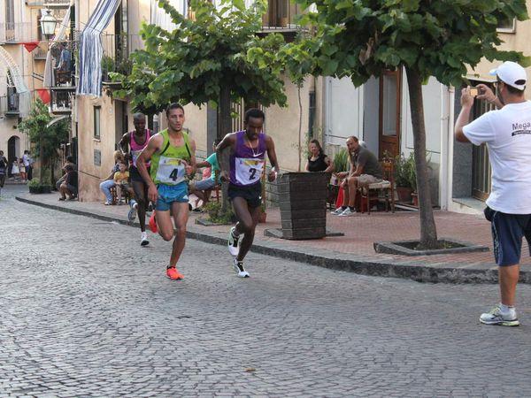 Giro Podistico Internazionale di Castelbuono 2015 (90^ ed.). Il vincitore è stato il kenyano Korir, ma l'italiano Yassine Rachik è terzo