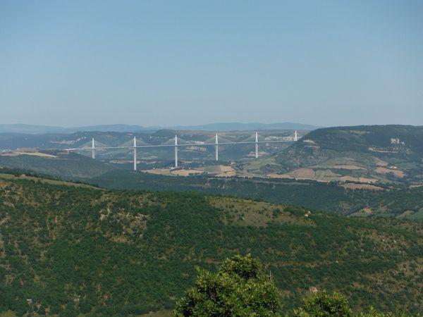 Le viaduc &#x3B; l'aire du viaduc &#x3B; le viaduc vu depuis Montjaux.