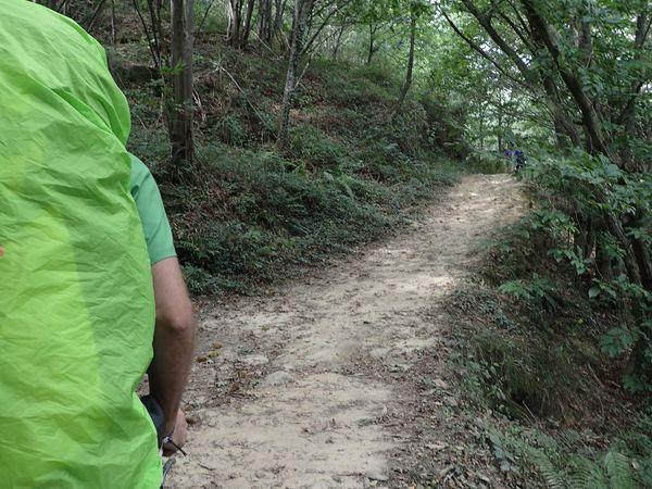 Joli chemin dans la campagne de St Sebastien qui nous mène à la chute. Plus de peur que de mal.