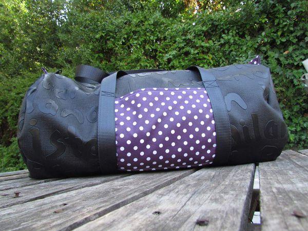 (Extérieur : simili cuir noir / Intérieur : tissu enduit à pois / Mondial Tissu)