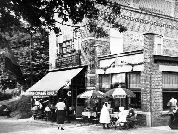 Les Jourdan tenaient le Café-Restaurant de la Gare à Lustin. A partir de 1942, ils ont caché François pendant un an. L'abbé Louis Warnon, curé d'Annevoie a aussi joué un rôle crucial dans la sauvegarde de la famille Englert. En 1943, il a notamment contribué à la rescolarisation de François et de son frère, sous un faux nom, au Collège Notre-Dame de Bellevue à Dinant.