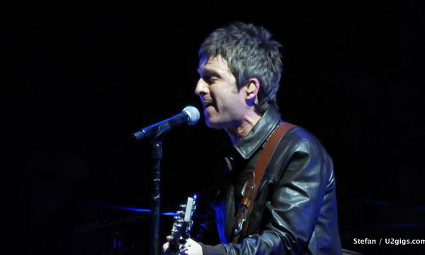 Noël Gallagher sur scène avec U2.