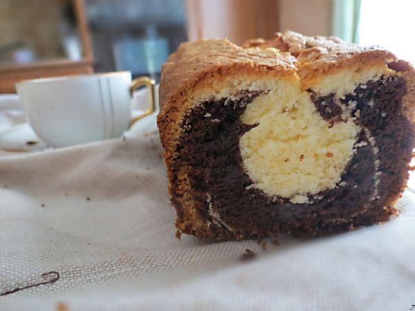 Gâteau marbré au Nesquik et sa tasse de chocolat chaud
