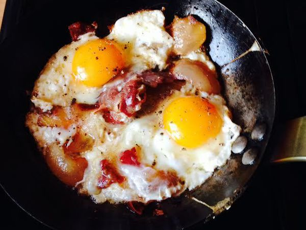 Le déjeuner au Bourg-Pailler revisité par le Taulier : œufs au plat à la panzetta