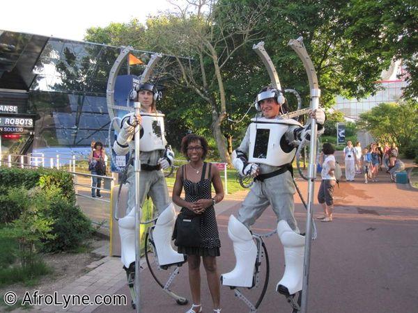 Ma maman en conversation avec Le Gueliguet et les Lapins très crétins / Moi avec des robots
