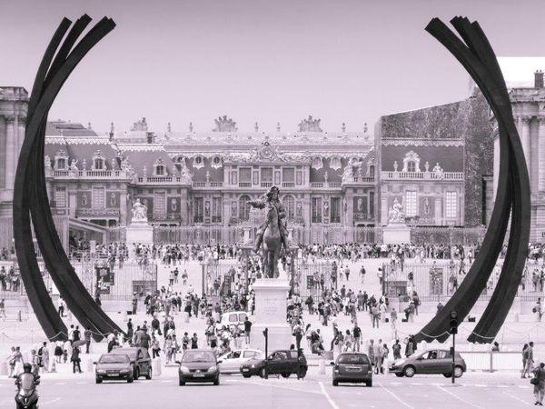 Quelques unes des oeuvres d'aristes contemporains exposées ces dernières années dans les jardins du Château de Versailles.Je les ai un peu travaillées, à ma façn