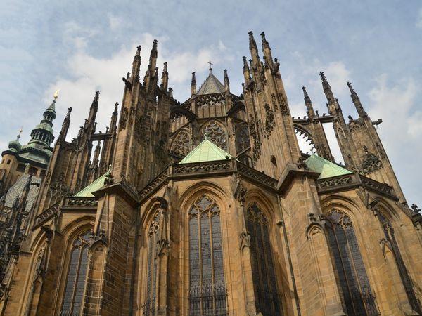 La cathédrale St Guy (avec le célèbre vitrail de Mucha), la basilique St Georges et autres grands monuments se trouvent dans l'enceinte du château.