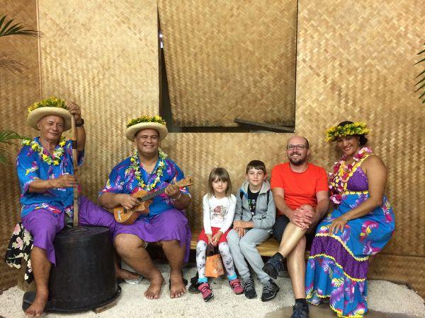 Arrivée  à Tahiti au son du ukulélé