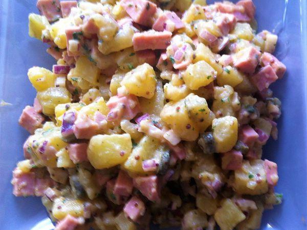 Salade pommes de terre, cornichons et cevelas sauce moutarde-balsamique
