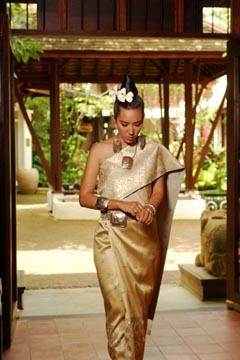 Where To Find The Silk Dresses A Lao Wedding