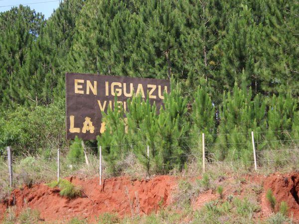 Les panneaux fréquents dans le nord de la province, à proximité d'Iguazu