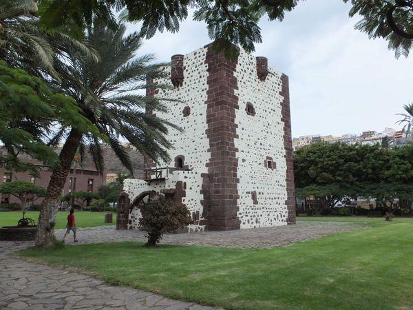 La tour de Condé et la chapelle