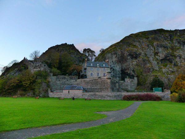 """Dumbarton Castle : j'avoue on a un peu négligé le château pour le coucher de soleil sur la baie ^^"""""""