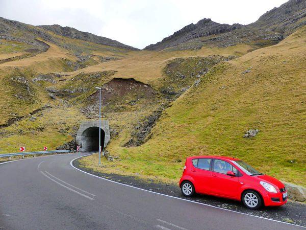 Gásadalur : 1. notre titinomobile et le bout du tunnel... On est pas rendus, contrairement à ce que je viens de dire >_<