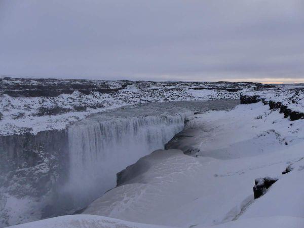 Dettifoss : Dans ta face le kilomètre de marche dans la neige et la glace où tu vois rien !