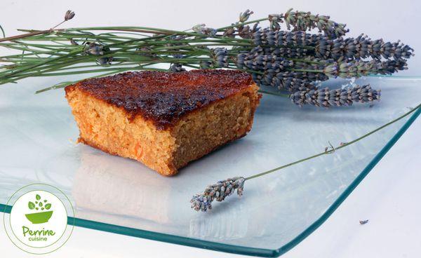 Gâteau extra moelleux au yaourt, à l'abricot et à la lavande