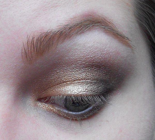 Make-up doré avec la Naked 1