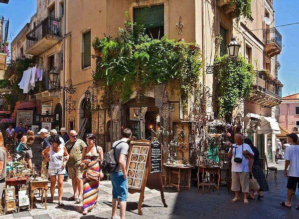 Shopping a Taormina