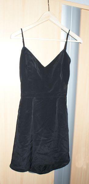 Robe noire lacée dans le dos Mango Taille M : 59 euros