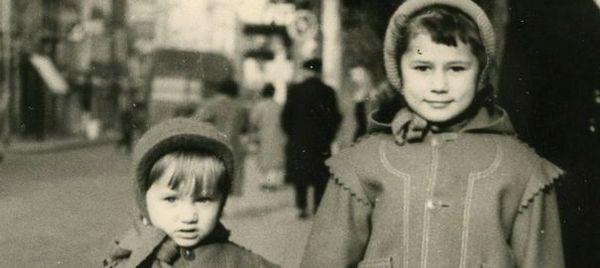 Catherine Millet et son petit frère Philippe en 1955.