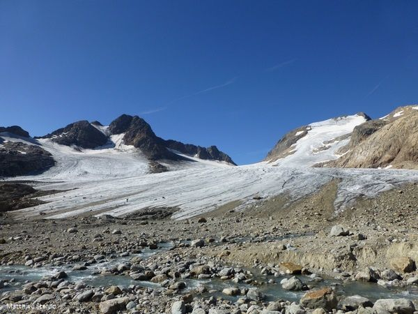 Des canons à neige pour sauver les glaciers