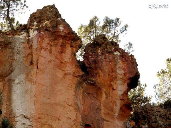 ROUSSILLON-OCRES