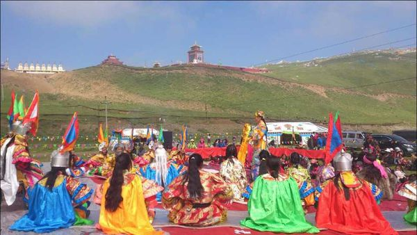 Students in Golok Tharlak performed Gesar's horse race