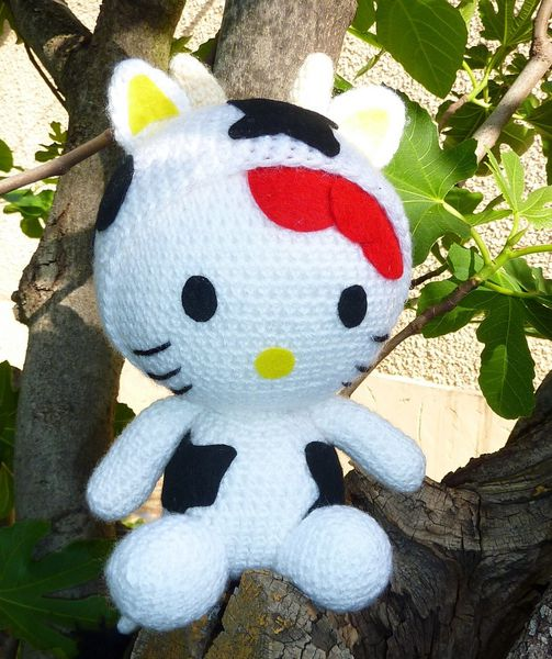 Hello kitty vache poupees doudous a adopter - Maison de poupee hello kitty ...