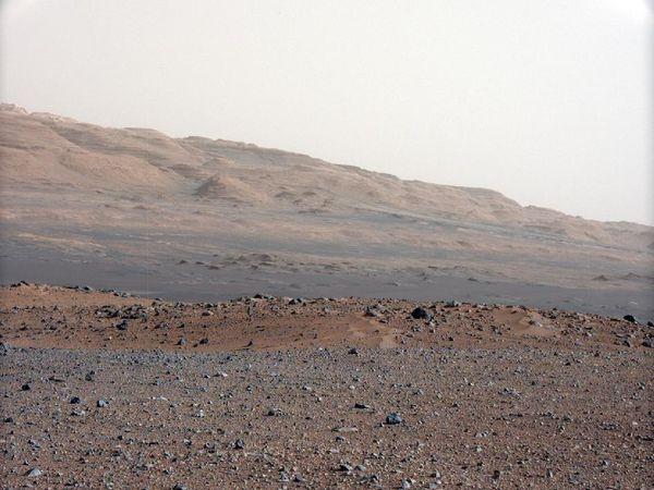 Des formes insolites prises en photo sur Mars par Curiosity le 23 août 2012