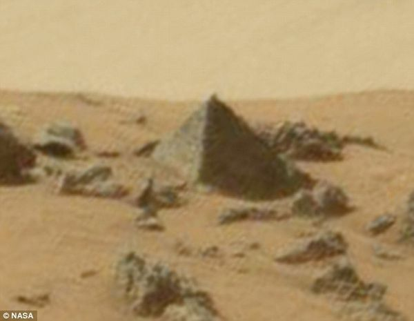 Une possible pyramide sur Mars
